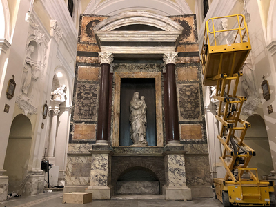 Installing the tomb of Raphael in Urbino